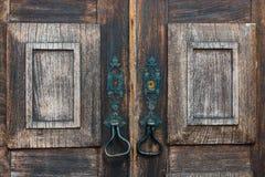 ξύλινη πόρτα παλαιά και ηλικίας Στοκ φωτογραφία με δικαίωμα ελεύθερης χρήσης