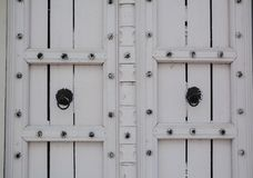 Ξύλινη πόρτα του αρχαίου οχυρού στοκ εικόνα με δικαίωμα ελεύθερης χρήσης