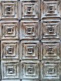 Ξύλινη πόρτα φιαγμένη από τετράγωνο Στοκ Φωτογραφία