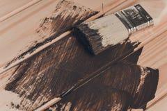 Ξύλινη σύσταση και πινέλο/οικιακά στοκ εικόνες