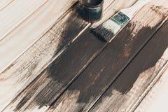 Ξύλινη σύσταση και πινέλο/οικιακά στοκ εικόνα με δικαίωμα ελεύθερης χρήσης