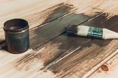 Ξύλινη σύσταση και πινέλο/οικιακά στοκ φωτογραφίες