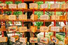 Ξύλινη τυχερή γοητεία πινάκων στη λάρνακα Dazaifu Tenmangu, Φουκουόκα, Ιαπωνία Στοκ Εικόνες