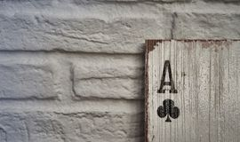 Ξύλινοι άσσοι καρτών παιχνιδιού για τη διακόσμηση Στοκ Φωτογραφία