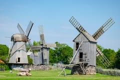 Ξύλινοι ανεμόμυλοι του νησιού Saaremaa, Εσθονία στοκ εικόνα