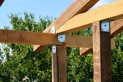 Ξύλινοι πόλοι σε μια κατασκευή στοκ εικόνες με δικαίωμα ελεύθερης χρήσης