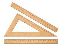 Ξύλινοι σχολικοί κυβερνήτες τριγώνων που τίθενται απομονωμένοι Στοκ Εικόνα