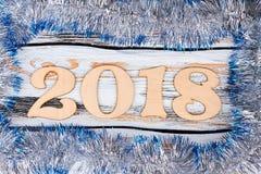 Ξύλινος αριθμός 2018 tinsel στο πλαίσιο Στοκ φωτογραφίες με δικαίωμα ελεύθερης χρήσης