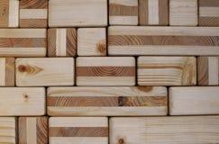 Ξύλινος κατασκευασμένος τοίχος κύβων και φραγμών Στοκ Εικόνες