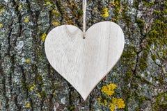 Ξύλινος πίνακας καρδιών Στοκ εικόνες με δικαίωμα ελεύθερης χρήσης