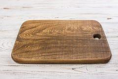 Ξύλινος πίνακας μπριζολών στην αγροτική ξύλινη επιτραπέζια κορυφή Τοπ όψη Στοκ φωτογραφία με δικαίωμα ελεύθερης χρήσης