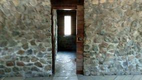 Ξύλινος που crooses η πέτρα στοκ φωτογραφία με δικαίωμα ελεύθερης χρήσης