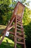 Ξύλινος πύργος προοριζόμενος για το κυνήγι των ζώων στοκ φωτογραφίες με δικαίωμα ελεύθερης χρήσης