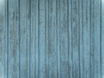 Ξύλινος τοίχος σιταποθηκών με το στενοχωρημένο, ξεφλουδίζοντας μπλε χρώμα στοκ φωτογραφία με δικαίωμα ελεύθερης χρήσης