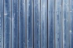 Ξύλινος φράκτης των μπλε-χρωματισμένων πινάκων Στοκ Εικόνες