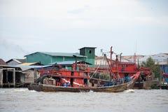 Ξύλινος χώρος στάθμευσης βαρκών ψαριών στην αποβάθρα στοκ εικόνες με δικαίωμα ελεύθερης χρήσης