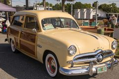1949 ξύλινο βαγόνι εμπορευμάτων κυματωγών της Ford Στοκ φωτογραφία με δικαίωμα ελεύθερης χρήσης