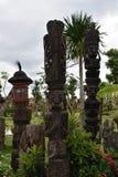 Ξύλινο επεξεργασμένο άγαλμα στον κήπο στοκ φωτογραφία με δικαίωμα ελεύθερης χρήσης