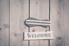 Ξύλινο ευπρόσδεκτο σημάδι στο αγροτικό ύφος Στοκ εικόνα με δικαίωμα ελεύθερης χρήσης