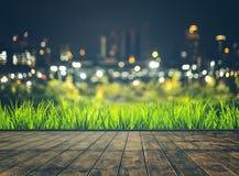 Ξύλινο θολωμένο πίνακας κτήριο πόλεων νύχτας ουρανού στοκ εικόνες με δικαίωμα ελεύθερης χρήσης