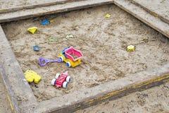 Ξύλινο κιβώτιο άμμου παιδιών Στοκ Φωτογραφίες