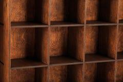Ξύλινο κιβώτιο για την αποθήκευση των εργαλείων με τα κύτταρα Στοκ Φωτογραφίες