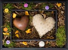 Ξύλινο κιβώτιο με τις καρδιές στοκ εικόνα