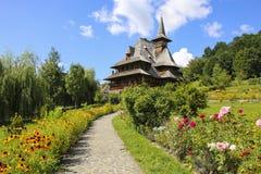 Ξύλινο μοναστήρι Barsana, Maramures, Ρουμανία στοκ φωτογραφία