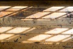 Ξύλινο πάτωμα με την ελαφριά σκιά από το παράθυρο Στοκ Εικόνες
