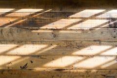 Ξύλινο πάτωμα με την ελαφριά σκιά από το παράθυρο Στοκ φωτογραφία με δικαίωμα ελεύθερης χρήσης