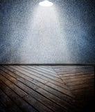 Ξύλινο πάτωμα με τον κατασκευασμένο τοίχο Στοκ εικόνα με δικαίωμα ελεύθερης χρήσης