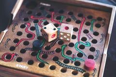 Ξύλινο παιχνίδι φιδιών και σκαλών στοκ εικόνες
