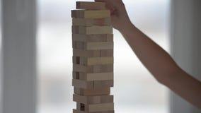 Ξύλινο παιχνίδι φραγμών απόθεμα βίντεο
