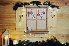 ξύλινο παράθυρο Χριστουγέννων Στοκ Φωτογραφία