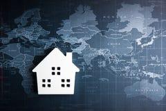 Ξύλινο πρότυπο Λευκών Οίκων στον παγκόσμιο χάρτη Έννοια ακίνητων περιουσιών, Ν Στοκ Φωτογραφία
