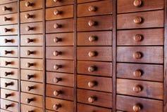 Ξύλινο ράφι συρταριών για το υπόβαθρο Στοκ Εικόνα