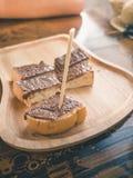 Ξύλινο ραβδί στη σοκολάτα στη φρυγανιά καλύμματος Στοκ εικόνα με δικαίωμα ελεύθερης χρήσης