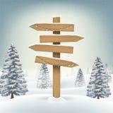Ξύλινο σημάδι πινάκων κατεύθυνσης Χριστουγέννων στο δάσος χιονιού ελεύθερη απεικόνιση δικαιώματος