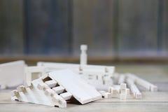 Ξύλινο σπίτι παιχνιδιών Ο κατασκευαστής αποτελείται από το φυσικό ξύλο για το CH Στοκ Εικόνα