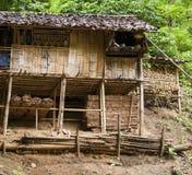 Ξύλινο σπίτι στο λόφο Στοκ φωτογραφίες με δικαίωμα ελεύθερης χρήσης