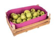 Ξύλινο σύνολο κιβωτίων των φρέσκων μήλων που απομονώνεται σε ένα άσπρο υπόβαθρο στοκ εικόνες