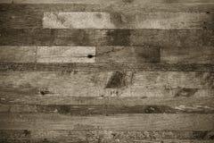 Ξύλινο υπόβαθρο από τις άκρες των παλαιών πινάκων τονισμένος στοκ εικόνα
