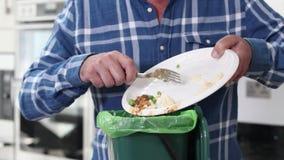 Ξύνοντας τρόφιμα ατόμων απόθεμα βίντεο