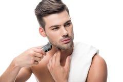 Ξύρισμα ατόμων με ηλεκτρικό trimmer Στοκ Εικόνες