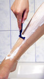 ξύρισμα ποδιών Στοκ φωτογραφία με δικαίωμα ελεύθερης χρήσης