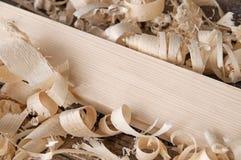 Ξύρισμα στη φυσική σανίδα πεύκων Στοκ φωτογραφία με δικαίωμα ελεύθερης χρήσης