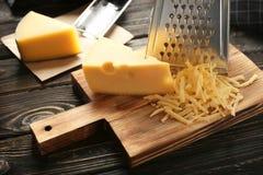 Ξύστης και τυρί Στοκ εικόνα με δικαίωμα ελεύθερης χρήσης