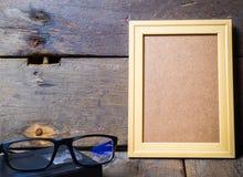 Ξύλινα γυαλιά πλαισίων εικόνων Στοκ Εικόνα