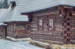 Ξύλινα εξοχικά σπίτια σε Zuberec, Σλοβακία Στοκ εικόνα με δικαίωμα ελεύθερης χρήσης