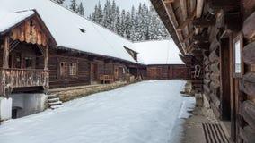 Ξύλινα εξοχικά σπίτια σε Zuberec, Σλοβακία Στοκ Φωτογραφίες